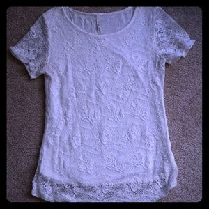 Like new!! Lace short-sleeve top